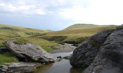 Zdjecie RUMUNIA / Transylwania / Góry BUCEGI / Kamień i woda