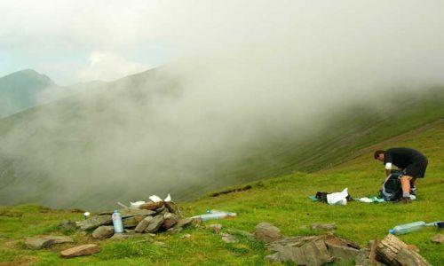 RUMUNIA / Góry Fogarskie / przełęcz Scara / Poranek na przełęczy 2
