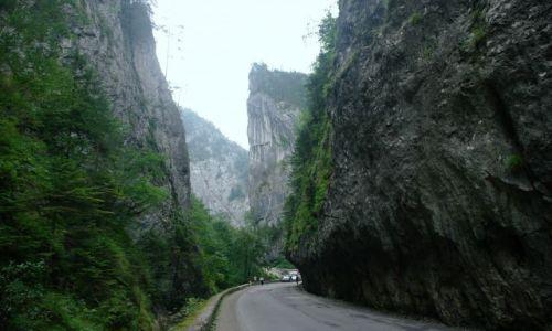 Zdjecie RUMUNIA / Transylwania / wąwóz Bicaz / 300 metrów wysokości - 30 szerokości