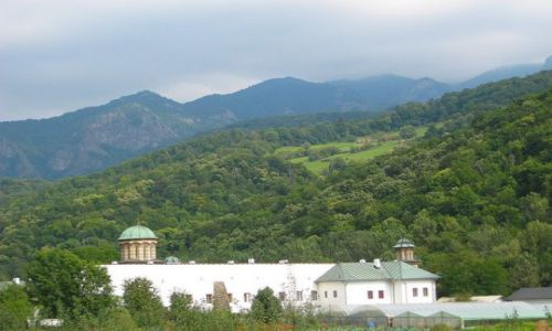 Zdjęcie RUMUNIA / Transylwania / Karpaty południowe / Górski klasztor