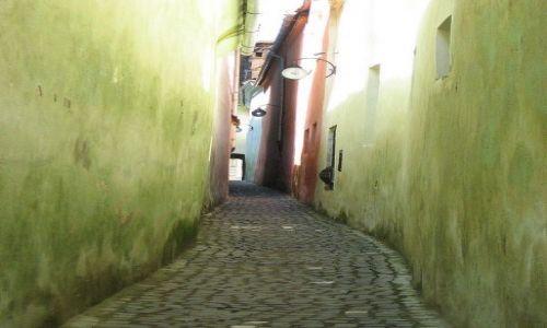 Zdjecie RUMUNIA / Transylwania / Brasov / najmniejsza uliczka w Europie