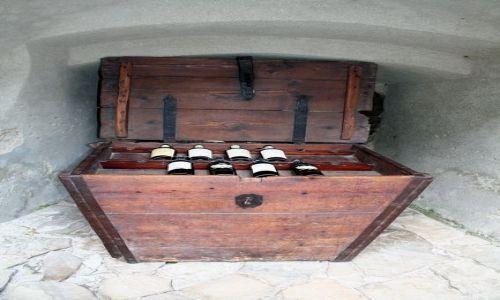 Zdjecie RUMUNIA / Transylwania / Bran / Skrzynia z winem
