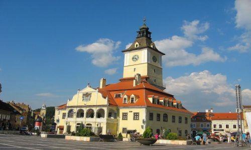 Zdjecie RUMUNIA / Transylwania / Brasov / Bryła braszowskiego ratusza od frontu