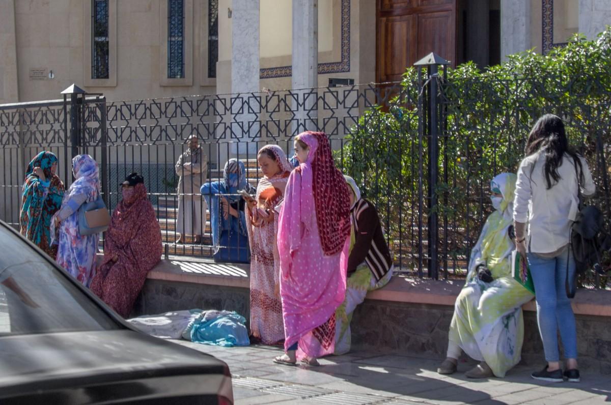 Zdjęcia: Al-Ujun, Al-Ujun-As-Sakija al-Hamra, Czekając na transport, SAHARA ZACHODNIA