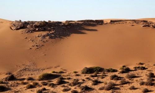 SAHARA ZACHODNIA / Laâyoune-Sakia El Hamra / gdzieś w piaskach pustyni / Fort na saharyjskim klifie