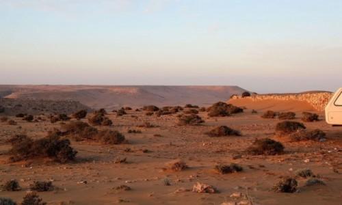 Zdjecie SAHARA ZACHODNIA / Saguia El Hamra / gdzieś w piaskach pustyni / Fort na saharyjskim klifie
