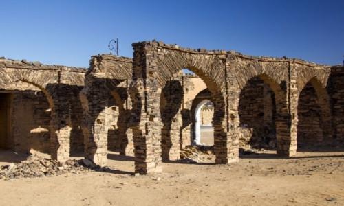 SAHARA ZACHODNIA / Saguia el Hamra; / fort / Łuki fortu Asmara