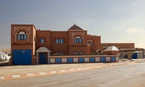 SAHARA ZACHODNIA / Al-Ujun-Budżdur-Sakija al-Hamra. / Al-Marsa / Dom przy plaży