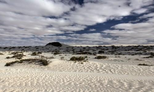 Zdjecie SAHARA ZACHODNIA / Ad-Dachla-Wadi az-Zahab / gdzieś po drodze / Białe chmury nad białą pustynią