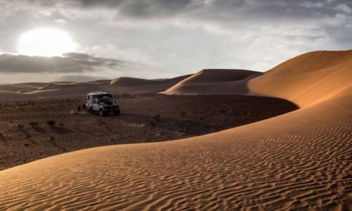 SAHARA ZACHODNIA / Al-Ujun-As-Sakija al-Hamra / gdzieś w piaskach pustyni / Wieczorową porą