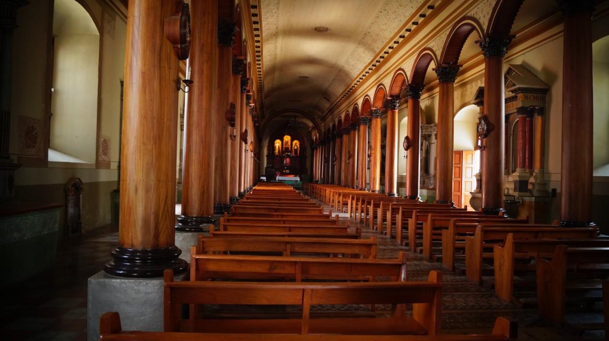Zdjęcia: Suchitoto, Suchitoto, Wnętrze salwadorskiego kościoła, SALWADOR