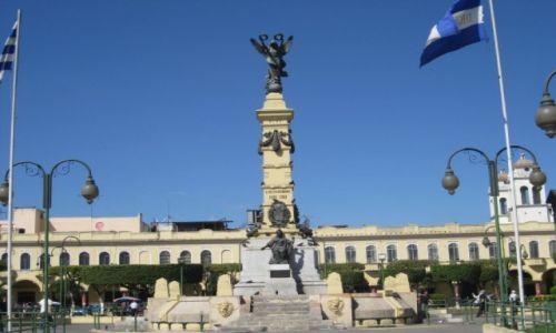 Zdjęcie SALWADOR / - / Salwador / Pomnik na rynku w San Salvador