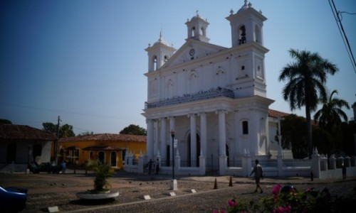 Zdjęcie SALWADOR / Suchitoto / Suchitoto / Typowy pokolonialny kościół