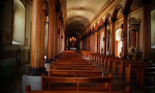 Zdjęcie SALWADOR / Suchitoto / Suchitoto / Wnętrze salwadorskiego kościoła