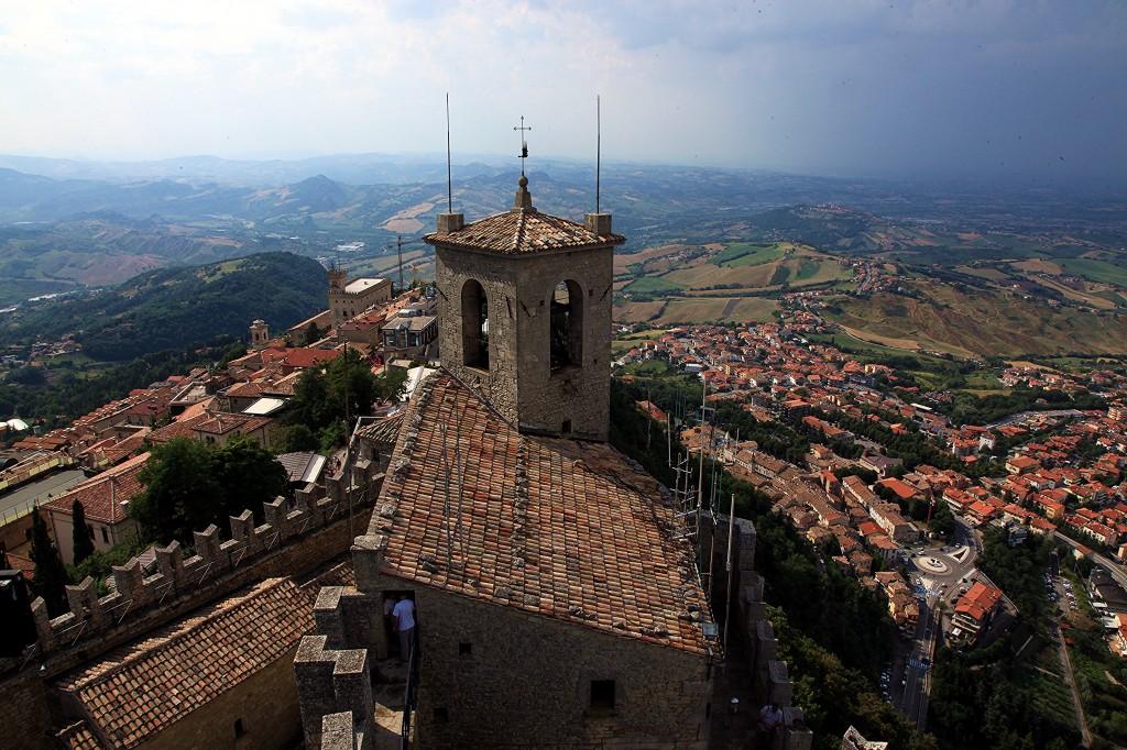 Zdjęcia: Zamek La Rocca o Guaita, Mount Titano, Widok z wieży, SAN MARINO