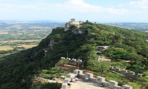 Zdjęcie SAN MARINO / San Marino / Twierdza La Rocca o Guaita / Widok na twierdzę
