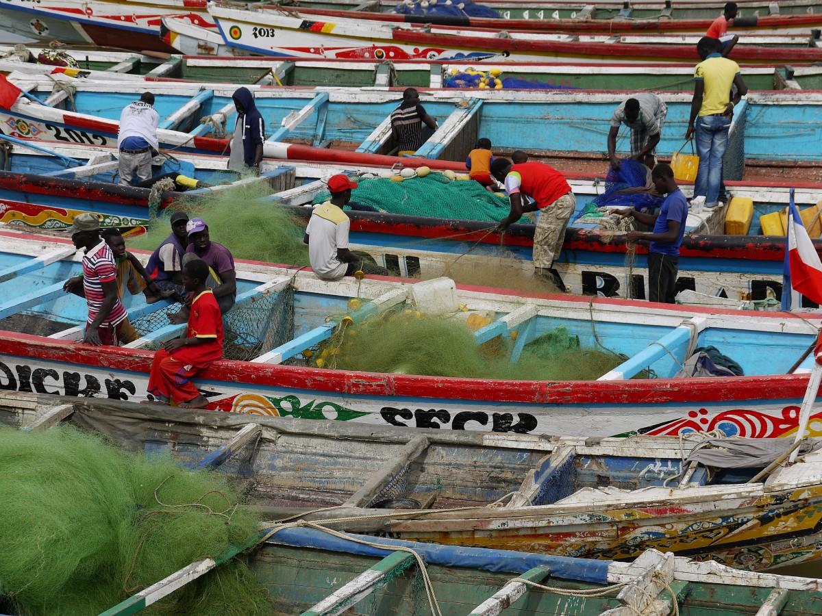 Zdjęcia: Saint Louis , Saint Louis , Senegalscy rybacy i ich kolorowe łodzie., SENEGAL