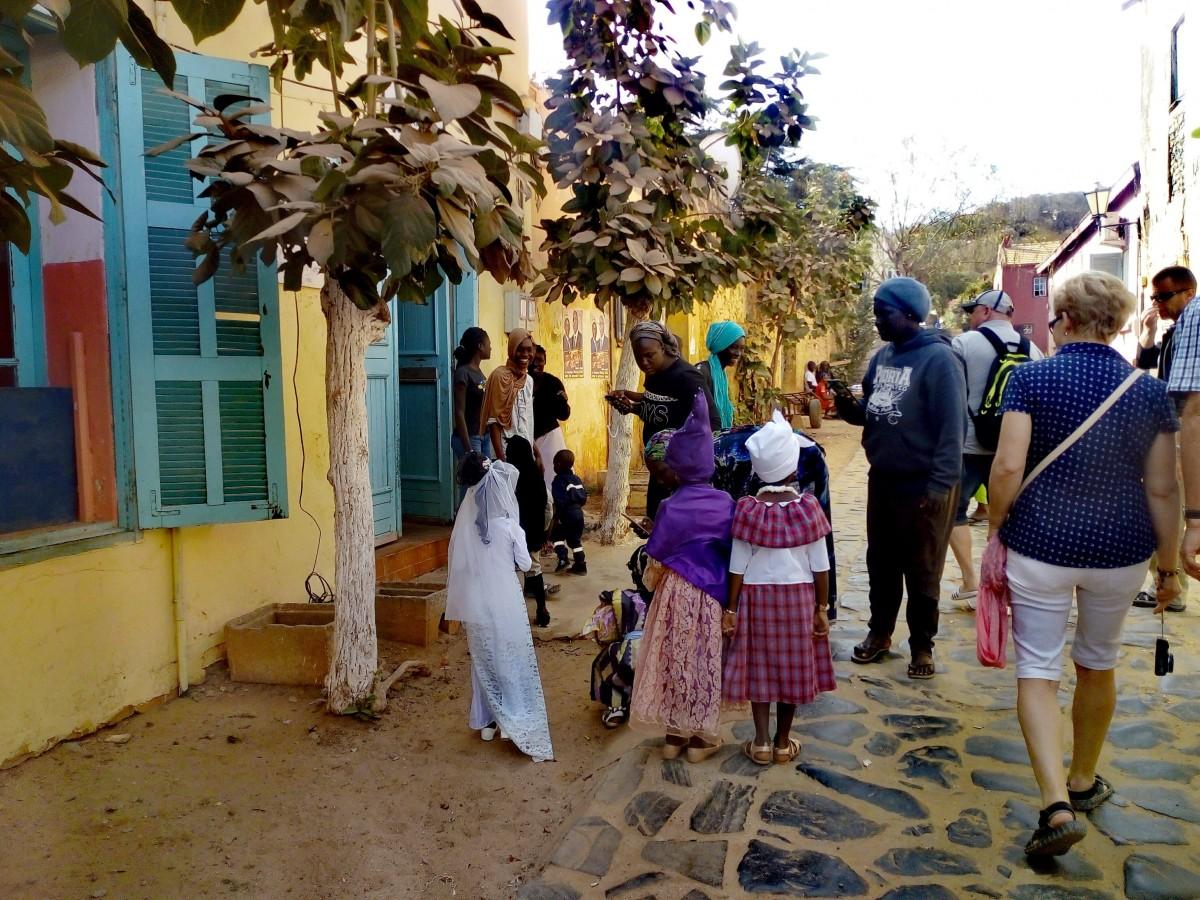Zdjęcia: uliczka, wyspa Gore, bal przebierancow, SENEGAL