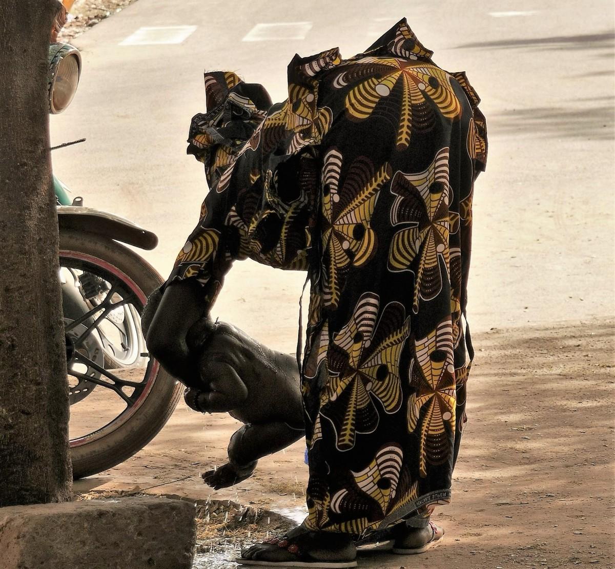 Zdjęcia:  Kolda, Południe Senegalu, Senegalskie elegantki- bobas musi być czysty!, SENEGAL