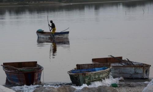 Zdjęcie SENEGAL / Północny Senegal / Lac Rose / Na połów...soli