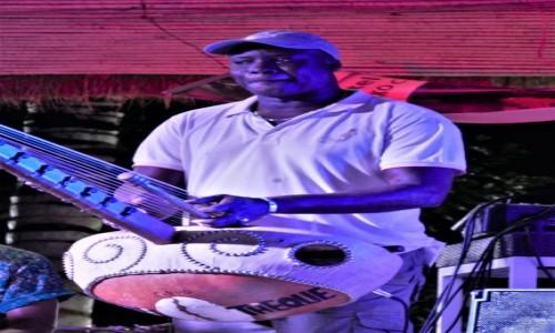 Zdjęcie SENEGAL / Cap Skirring / Hotel będący własnością muzyka / Youssou N'Dour, najbardziej znany muzyk Czarnej Afryki, gra dla nas na korze