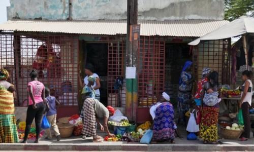 SENEGAL / Południowo-zachodnia część kraku / Cap Skirring / Scenki uliczne - pupcie ;)