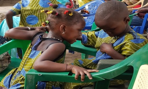 SENEGAL / Casamance / Oussouye / Ładne guziki  :)
