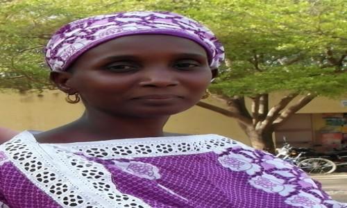SENEGAL / Południe Senegalu / Kolda / Senegalskie elegantki - ubierają się kolorowo i pomysłowo