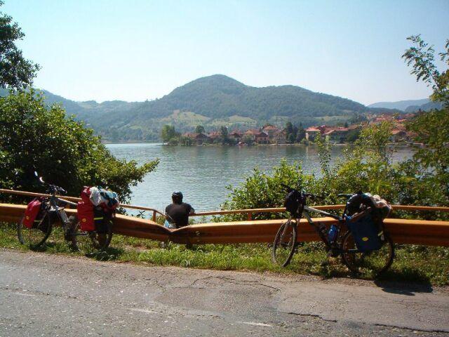 Zdjęcia: Nad jeziorem Zwornicko, Chwilka zadumy., SERBIA
