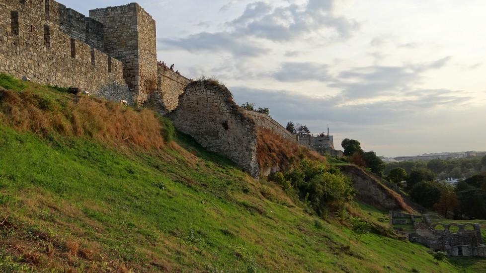 Zdjęcia: Kalemegdan, Belgrad, Wieczorne ruiny , SERBIA