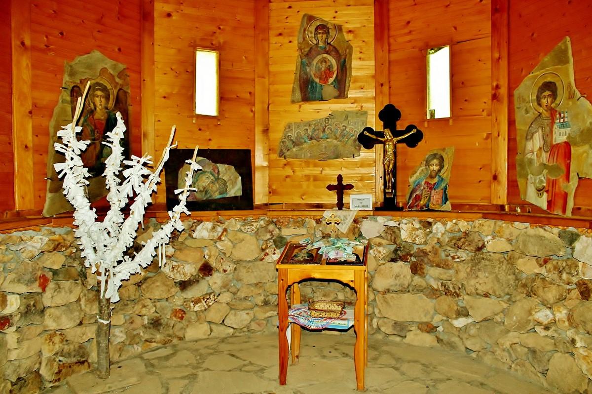 Zdjęcia: Kursumlija, okręg toplicki, Davolja Varos - cerkiew św.Petki  w środku, SERBIA