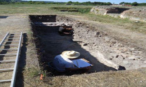 SERBIA / Zajecar / Gamzigrad - Felix Romuliana / Archeolog w pracy