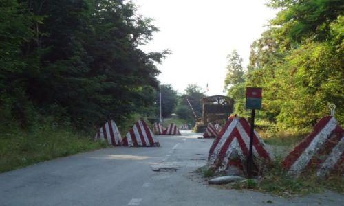 Zdjęcie SERBIA / Kosowo / Vysoki Decani / Ochrona serbskiej enklawy