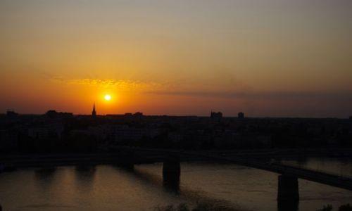 Zdjecie SERBIA / Serbia / Serbia / Nowy Sad o zachodzie słońca