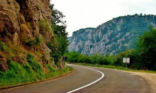 Zdjęcie SERBIA / Borski,Park Narodowy Djerdap / Donji Milanovac / Droga z Donji Milanovac