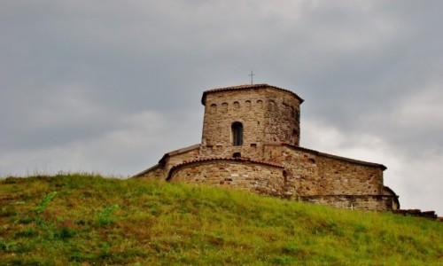 Zdjecie SERBIA / płd.-zach.Serbia,okręg Raska / Novi Pazar / Novi Pazar-cerkiew św.Piotra i Pawła z IX wieku