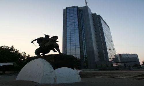SERBIA / Kosowo / Prisztina / Pomnik Skanderbega