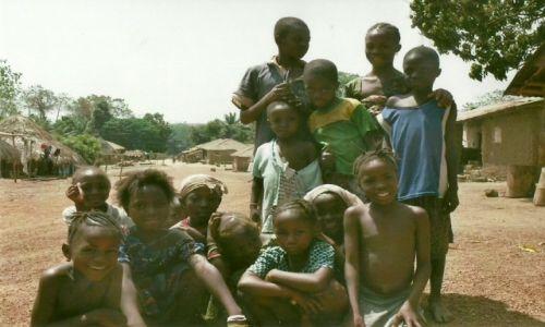 Zdjęcie SIERRA LEONE / Na zachodzie Sierra Leone / Kamakwie / Dzieciaki znad rzeki Mongo