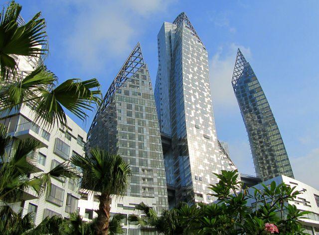 """Zdjęcia: nadbrzeże, Singapur, Krzywe """"wieże"""", SINGAPUR"""