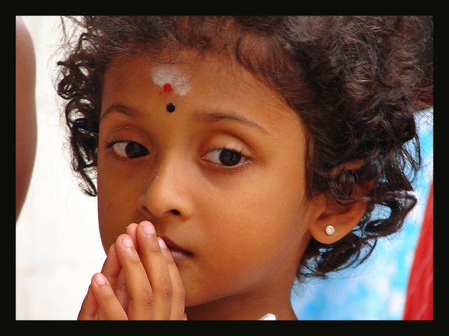 Zdjęcia: małe indie , Singapur, modlitwa czy zamyślenie ?, SINGAPUR