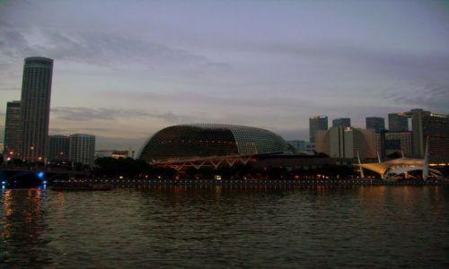 Zdjęcie SINGAPUR / Singapore / Singapore Bay /          Singapur po zachodzie słońca