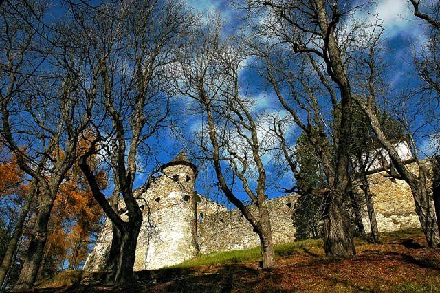 Zdjęcia: ZAMEK LUBOWELSKI -wielka twierdza renesansowa nad doliną rzeki Popra, Stara Lubowla  miasto we wschodniej Słowacji, w woj. preszowskim, w regionie Spisz, ..., SłOWACJA