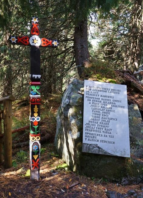 Zdjęcia: Popradske pleso, Symboliczny cmentarz ofiar gór, Wysokie Tatry, Pamięć, SłOWACJA
