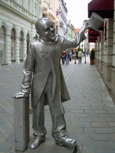 Zdjęcia: Starówka, Bratysława, Metalowy dżentelmen, SłOWACJA
