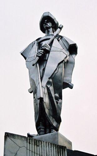 Zdjęcia: pomnik Janosika nad wsią Terchova, Krivanska Fatra, Bohater dwóch narodów, SłOWACJA