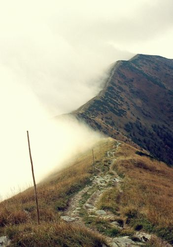 Zdjęcia: główny grzbiet Krivanskiej Fatry, Krivanska Fatra, ścieżka w chmury, SłOWACJA
