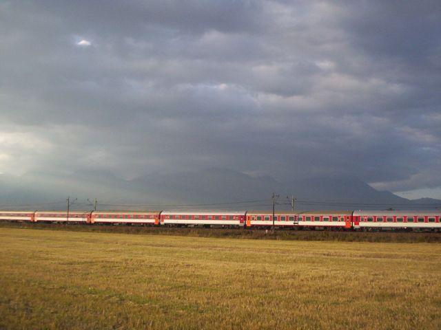 Zdjęcia: trasa 77 na Słowacji, Góry Lewockie, pociąg, SłOWACJA