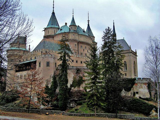 """Zdjęcia: Klejnotem Bojnic, miasteczka koło Prievidzy, jest """"bajkowy"""" Zamek w Bojnicach , Bojnice, Zamek, jak z bajki, SłOWACJA"""