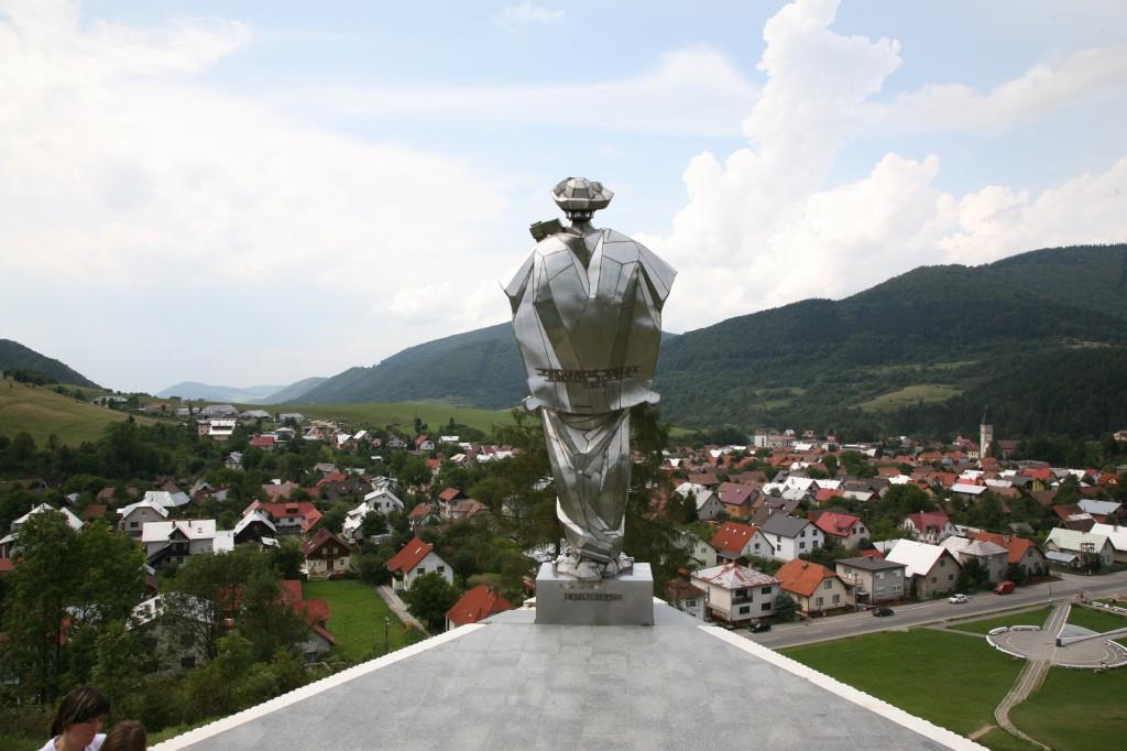 Zdjęcia: Terchova, Żilina, Pomnik Juraja Jánošíka nad miasteczkiem Terchova, SłOWACJA