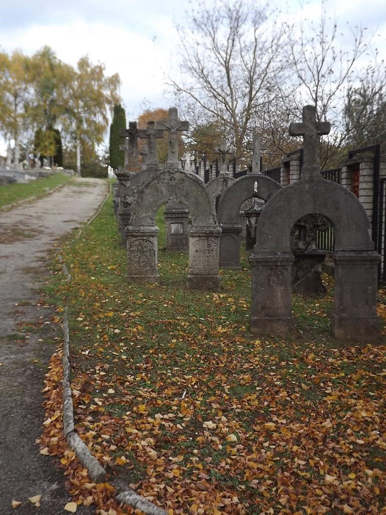 Zdjęcia: Brezova pod Bradlom, Małe Karpaty, Nietypowe Nagrobki, SłOWACJA